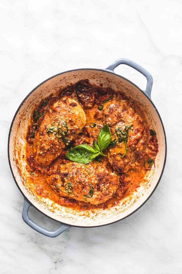 Pollo cremoso toscano a la parmesana | lecremedelacrumb.com