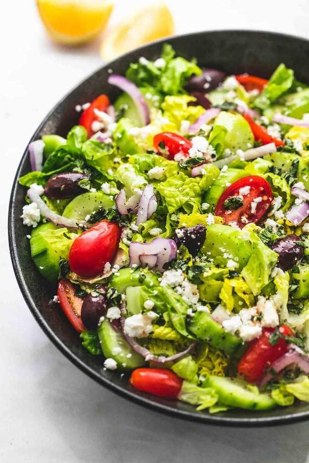 Fácil receta griega de acompañamiento de ensalada verde | lecremedelacrumb.com