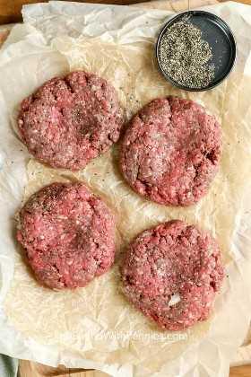 Empanadas de salsa de tierra sazonadas para hacer las mejores hamburguesas