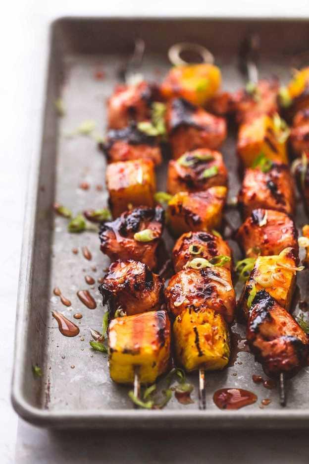 A la parrilla, dulce y picante Thai Chicken Kabobs, fácil receta para una cena a la parrilla   lecremedelacrumb.com