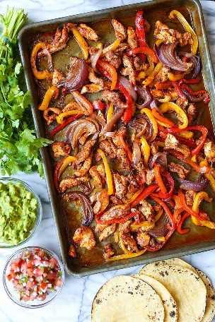 Hoja Pan Fajitas De Pollo - SHEET PAN DINNER! ¡La comida más rápida que puede hacer con pollo increíblemente tierno + verduras crujientes y tiernas con la limpieza más fácil!