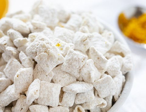 Close Up de piezas de Chow Puppy Chow de Creamsicle individuales