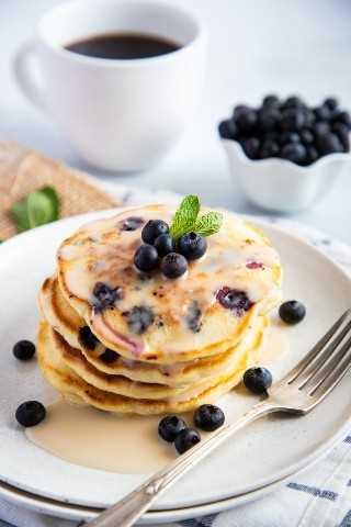 "Panqueques de arándanos en un plato con glaseado de vainilla ""class ="" wp-image-9580 ""srcset ="" https://i0.wp.com/smartlittlecookie.net/wp-content/uploads/2019/04/Blueberries-Pancakes-Smart -Little-Cookie-7.jpg? Resize = 800% 2C1200 & ssl = 1 800w, https://i0.wp.com/smartlittlecookie.net/wp-content/uploads/2019/04/Blueberries-Pancakes-Smart-Little- Cookie-7.jpg? Resize = 120% 2C180 & ssl = 1 120w, https://i0.wp.com/smartlittlecookie.net/wp-content/uploads/2019/04/Blueberries-Pancakes-Smart-Little-Cookie-7 .jpg? resize = 260% 2C390 & ssl = 1 260w, https://i0.wp.com/smartlittlecookie.net/wp-content/uploads/2019/04/Blueberries-Pancakes-Smart-Little-Cookie-7.jpg? redimensionar = 768% 2C1152 & ssl = 1 768w, https://i0.wp.com/smartlittlecookie.net/wp-content/uploads/2019/04/Blueberries-Pancakes-Smart-Little-Cookie-7.jpg?resize=400 % 2C600 & ssl = 1400w, https://i0.wp.com/smartlittlecookie.net/wp-content/uploads/2019/04/Blueberries-Pancakes-Smart-Little-Cookie-7.jpg?resize=300%2C450&ssl= 1 300w, https://i0.wp.com/smartlittlecookie.net/wp-content/uploads/2 019/04 / Blueberries-Pancakes-Smart-Little-Cookie-7.jpg? Resize = 600% 2C900 & ssl = 1 600w, https://i0.wp.com/smartlittlecookie.net/wp-content/uploads/2019/04 /Blueberries-Pancakes-Smart-Little-Cookie-7.jpg?w=1600&ssl=1 1600w ""tamaños ="" (ancho máximo: 800px) 100vw, 800px ""data-recalc-dims ="" 1"