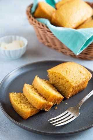 """La mejor receta fácil de pan de maíz. - Pequeña galleta inteligente """"width ="""" 800 """"height ="""" 1200 """"data-pin-description ="""" ¡Esta receta fácil de pan de maíz es dulce, húmeda y súper deliciosa! Tómelo para el desayuno o sirva junto con sus guisos favoritos, chile, sopas y más. ¡Sus bordes crujientes y mantecosos hacen de esta la mejor receta de pan de maíz! #smartlittlecookie #cornbread #recipe #southern #sweet #buttermilk """"srcset ="""" https://i2.wp.com/smartlittlecookie.net/wp-content/uploads/2018/11/Cornbread-Smart-Little-Cookie-5. jpg? resize = 800% 2C1200 & ssl = 1 800w, https://i2.wp.com/smartlittlecookie.net/wp-content/uploads/2018/11/Cornbread-Smart-Little-Cookie-5.jpg?resize=120 % 2C180 & ssl = 1 120w, https://i2.wp.com/smartlittlecookie.net/wp-content/uploads/2018/11/Cornbread-Smart-Little-Cookie-5.jpg?resize=260%2C390&ssl=1 260w , https://i2.wp.com/smartlittlecookie.net/wp-content/uploads/2018/11/Cornbread-Smart-Little-Cookie-5.jpg?resize=768%2C1152&ssl=1 768w, https: // i2.wp.com/smartlittlecookie.net/wp-content/uploads/2018/11/Cornbread-Smart-Little-Cookie-5.jpg?resize=400%2C600&ssl=1 400w, https://i2.wp.com /smartlittlecookie.net/wp-content/uploads/2018/11/Cornbread-Smart-Little-Cookie-5.jpg?resize=300%2C450&ssl=1 300w, https://i2.wp.com/smartlittlecookie.net/ wp-content / uploads / 2018/11 / Cornbread-Smart-Little-Cookie-5.jpg? resize = 600% 2C900 & ssl = 1 600w , https://i2.wp.com/smartlittlecookie.net/wp-content/uploads/2018/11/Cornbread-Smart-Little-Cookie-5.jpg?w=1600&ssl=1 1600w """"tamaños ="""" (max- ancho: 800px) 100vw, 800px """"data-recalc-dims ="""" 1"""