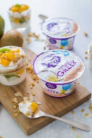 "Parfait de yogur de frutas tropicales con kiwi, mango, granola y yogurt- Smart Little Cookie ""width ="" 800 ""height ="" 1200 ""data-pin-description ="" Este parfait de yogurt de frutas tropicales es delicioso y fácil de llevar. Desayuno o merienda. Está hecho con yogurt de mango, kiwi, granola y coco tostado con sabor a vainilla. #smartlittlecookie #yogurtparfait #breakfast #recipe #snack ""srcset ="" https://i1.wp.com/smartlittlecookie.net/wp-content/uploads/2018/08/Tropical-Fruit-Yogurt-Parfait-Smart-Little- Cookie-9.jpg? Resize = 800% 2C1200 & ssl = 1 800w, https://i1.wp.com/smartlittlecookie.net/wp-content/uploads/2018/08/Tropical-Fruit-Yogurt-Parfait-Smart-Little -Cookie-9.jpg? Resize = 120% 2C180 & ssl = 1 120w, https://i1.wp.com/smartlittlecookie.net/wp-content/uploads/2018/08/Tropical-Fruit-Yogurt-Parfait-Smart- Little-Cookie-9.jpg? Resize = 260% 2C390 & ssl = 1 260w, https://i1.wp.com/smartlittlecookie.net/wp-content/uploads/2018/08/Tropical-Fruit-Yogurt-Parfait-Smart -Little-Cookie-9.jpg? Resize = 768% 2C1152 & ssl = 1 768w, https://i1.wp.com/smartlittlecookie.net/wp-content/uploads/2018/08/Tropical-Fruit-Yogurt-Parfait- Smart-Little-Cookie-9.jpg? Resize = 400% 2C600 & ssl = 1 400w, https://i1.wp.com/smartlittlecookie.net/wp-content/uploads/2018/08/Tropical-Fruit-Yogurt-Parfait -Smart-Little-Cookie-9.jpg? Resize = 560% 2C840 & ssl = 1 560w, https://i1.wp.com /smartlittlecookie.net/wp-content/uploads/2018/08/Tropical-Fruit-Yogurt-Parfait-Smart-Little-Cookie-9.jpg?resize=300%2C450&ssl=1 300w, https: //i1.wp. com / smartlittlecookie.net / wp-content / uploads / 2018/08 / Tropical-Fruit-Yogurt-Parfait-Smart-Little-Cookie-9.jpg? resize = 600% 2C900 & ssl = 1 600w, https: //i1.wp .com / smartlittlecookie.net / wp-content / uploads / 2018/08 / Tropical-Fruit-Yogurt-Parfait-Smart-Little-Cookie-9.jpg? w = 1600 & ssl = 1 1600w ""tamaños ="" (ancho máximo: 800px) 100vw, 800px ""data-recalc-dims ="" 1"