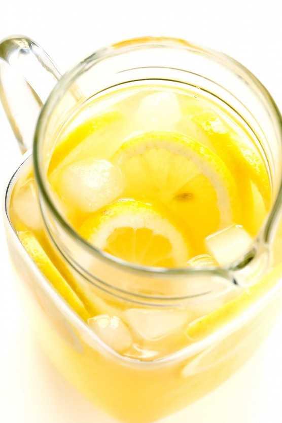 Jarra de limonada casera