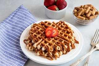 Waffles Churro com Dulce de Leche servidos em um prato