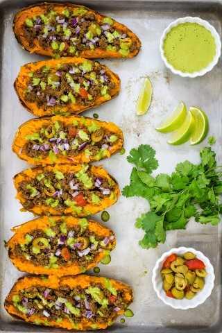 "Batatas Rellenas con picadillo y salsa de lima y cilantro- Smart Little Cookie ""width ="" 800 ""height ="" 1200 ""data-pin-description ="" Estas batatas rellenas al horno con picadillo y una deliciosa salsa de lima y cilantro son la noche de la semana perfecta y saludable. cena. #smartlittlecookie #sweetpotatoes #bakedpotato #recipe #stuffedsweetpotato #healthy #beef # whole30 #Mexican ""srcset ="" https://i0.wp.com/smartlittlecookie.net/wp-content/uploads/2018/10/Stuffed-Sweet- Potato-Smart-Little-Cookie-6.jpg? Resize = 800% 2C1200 & ssl = 1 800w, https://i0.wp.com/smartlittlecookie.net/wp-content/uploads/2018/10/Stuffed-Sweet-Potato -Smart-Little-Cookie-6.jpg? Resize = 120% 2C180 & ssl = 1 120w, https://i0.wp.com/smartlittlecookie.net/wp-content/uploads/2018/10/Stuffed-Sweet-Potato- Smart-Little-Cookie-6.jpg? Resize = 260% 2C390 & ssl = 1 260w, https://i0.wp.com/smartlittlecookie.net/wp-content/uploads/2018/10/Stuffed-Sweet-Potato-Smart -Little-Cookie-6.jpg? Resize = 768% 2C1152 & ssl = 1 768w, https://i0.wp.com/smartlittlecookie.net/wp-content/uploads/2018/10/Stuffed-Sweet-Potato-Smart- Little-Cookie-6.jpg? Resize = 400% 2C600 & ssl = 1 400w, https://i0.wp.com/smartlittlecookie.net/wp-content/uploads/2018/10/Stuffed-Sweet-Potato-Smart-Little -Cookie-6.jpg? Resize = 560% 2C840 & ssl = 1 560w, https://i0.wp.com/smart littlecookie.net/wp-content/uploads/2018/10/Stuffed-Sweet-Potato-Smart-Little-Cookie-6.jpg?resize=300%2C450&ssl=1 300w, https://i0.wp.com/smartlittlecookie .net / wp-content / uploads / 2018/10 / Stuffed-Sweet-Potato-Smart-Little-Cookie-6.jpg? resize = 600% 2C900 & ssl = 1 600w, https://i0.wp.com/smartlittlecookie. net / wp-content / uploads / 2018/10 / Stuffed-Sweet-Potato-Smart-Little-Cookie-6.jpg? w = 1600 & ssl = 1 1600w ""tamaños ="" (ancho máximo: 800px) 100vw, 800px ""datos -recalc-dims = ""1"