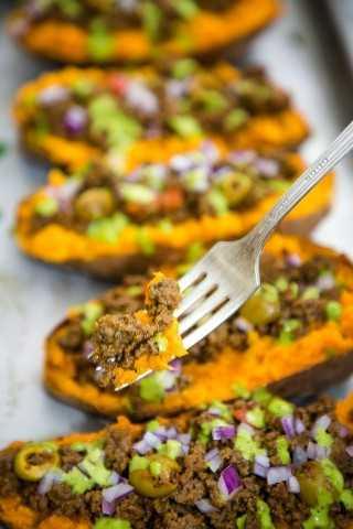 "Batatas Rellenas con picadillo y salsa de lima y cilantro- Smart Little Cookie ""width ="" 800 ""height ="" 1200 ""data-pin-description ="" Estas batatas rellenas al horno con picadillo y una deliciosa salsa de lima y cilantro son la noche de la semana perfecta y saludable. cena. #smartlittlecookie #sweetpotatoes #bakedpotato #recipe #stuffedsweetpotato #healthy #beef # whole30 #Mexican ""srcset ="" https://i2.wp.com/smartlittlecookie.net/wp-content/uploads/2018/10/Stuffed-Sweet- Potato-Smart-Little-Cookie-9.jpg? Resize = 800% 2C1200 & ssl = 1 800w, https://i2.wp.com/smartlittlecookie.net/wp-content/uploads/2018/10/Stuffed-Sweet-Potato -Smart-Little-Cookie-9.jpg? Resize = 120% 2C180 & ssl = 1 120w, https://i2.wp.com/smartlittlecookie.net/wp-content/uploads/2018/10/Stuffed-Sweet-Potato- Smart-Little-Cookie-9.jpg? Resize = 260% 2C390 & ssl = 1 260w, https://i2.wp.com/smartlittlecookie.net/wp-content/uploads/2018/10/Stuffed-Sweet-Potato-Smart -Little-Cookie-9.jpg? Resize = 768% 2C1152 & ssl = 1 768w, https://i2.wp.com/smartlittlecookie.net/wp-content/uploads/2018/10/Stuffed-Sweet-Potato-Smart- Little-Cookie-9.jpg? Resize = 400% 2C600 & ssl = 1 400w, https://i2.wp.com/smartlittlecookie.net/wp-content/uploads/2018/10/Stuffed-Sweet-Potato-Smart-Little -Cookie-9.jpg? Resize = 560% 2C840 & ssl = 1 560w, https://i2.wp.com/smart littlecookie.net/wp-content/uploads/2018/10/Stuffed-Sweet-Potato-Smart-Little-Cookie-9.jpg?resize=300%2C450&ssl=1 300w, https://i2.wp.com/smartlittlecookie .net / wp-content / uploads / 2018/10 / Stuffed-Sweet-Potato-Smart-Little-Cookie-9.jpg? resize = 600% 2C900 & ssl = 1 600w, https://i2.wp.com/smartlittlecookie. net / wp-content / uploads / 2018/10 / Stuffed-Sweet-Potato-Smart-Little-Cookie-9.jpg? w = 1600 & ssl = 1 1600w ""tamaños ="" (ancho máximo: 800px) 100vw, 800px ""datos -recalc-dims = ""1"