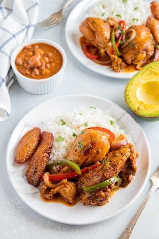 "Pollo estofado dominicano o Pollo Guisado servido en un plato con arroz blanco, frijoles y maduros ""class ="" wp-image-9669 ""srcset ="" https://i0.wp.com/smartlittlecookie.net/wp-content/uploads/ 2019/04 / Pollo-Guisado-Smart-Little-Cookie-2.jpg? Resize = 800% 2C1200 & ssl = 1 800w, https://i0.wp.com/smartlittlecookie.net/wp-content/uploads/2019/04 /Pollo-Guisado-Smart-Little-Cookie-2.jpg?resize=120%2C180&ssl=1 120w, https://i0.wp.com/smartlittlecookie.net/wp-content/uploads/2019/04/Pollo- Guisado-Smart-Little-Cookie-2.jpg? Resize = 260% 2C390 & ssl = 1 260w, https://i0.wp.com/smartlittlecookie.net/wp-content/uploads/2019/04/Pollo-Guisado-Smart -Little-Cookie-2.jpg? Resize = 768% 2C1152 & ssl = 1 768w, https://i0.wp.com/smartlittlecookie.net/wp-content/uploads/2019/04/Pollo-Guisado-Smart-Little- Cookie-2.jpg? Resize = 400% 2C600 & ssl = 1400w, https://i0.wp.com/smartlittlecookie.net/wp-content/uploads/2019/04/Pollo-Guisado-Smart-Little-Cookie-2 .jpg? resize = 300% 2C450 & ssl = 1 300w, https://i0.wp.com/smartlittlecookie.net/wp-content/uplo ads / 2019/04 / Pollo-Guisado-Smart-Little-Cookie-2.jpg? resize = 600% 2C900 & ssl = 1 600w, https://i0.wp.com/smartlittlecookie.net/wp-content/uploads/2019 /04/Pollo-Guisado-Smart-Little-Cookie-2.jpg?w=1600&ssl=1 1600w ""tamaños ="" (ancho máximo: 800px) 100vw, 800px ""data-recalc-dims ="" 1"
