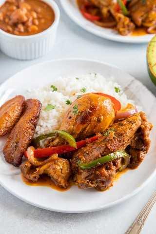 "Pollo estofado dominicano o Pollo Guisado servido en un plato con arroz blanco, frijoles y maduros ""class ="" wp-image-9667 ""srcset ="" https://i0.wp.com/smartlittlecookie.net/wp-content/uploads/ 2019/04 / Pollo-Guisado-Smart-Little-Cookie-1.jpg? Resize = 800% 2C1200 & ssl = 1 800w, https://i0.wp.com/smartlittlecookie.net/wp-content/uploads/2019/04 /Pollo-Guisado-Smart-Little-Cookie-1.jpg?resize=120%2C180&ssl=1 120w, https://i0.wp.com/smartlittlecookie.net/wp-content/uploads/2019/04/Pollo- Guisado-Smart-Little-Cookie-1.jpg? Resize = 260% 2C390 & ssl = 1 260w, https://i0.wp.com/smartlittlecookie.net/wp-content/uploads/2019/04/Pollo-Guisado-Smart -Little-Cookie-1.jpg? Resize = 768% 2C1152 & ssl = 1 768w, https://i0.wp.com/smartlittlecookie.net/wp-content/uploads/2019/04/Pollo-Guisado-Smart-Little- Cookie-1.jpg? Resize = 400% 2C600 & ssl = 1 400w, https://i0.wp.com/smartlittlecookie.net/wp-content/uploads/2019/04/Pollo-Guisado-Smart-Little-Cookie-1 .jpg? resize = 300% 2C450 & ssl = 1 300w, https://i0.wp.com/smartlittlecookie.net/wp-content/uplo ads / 2019/04 / Pollo-Guisado-Smart-Little-Cookie-1.jpg? resize = 600% 2C900 & ssl = 1 600w, https://i0.wp.com/smartlittlecookie.net/wp-content/uploads/2019 /04/Pollo-Guisado-Smart-Little-Cookie-1.jpg?w=1600&ssl=1 1600w ""tamaños ="" (ancho máximo: 800px) 100vw, 800px ""data-recalc-dims ="" 1"