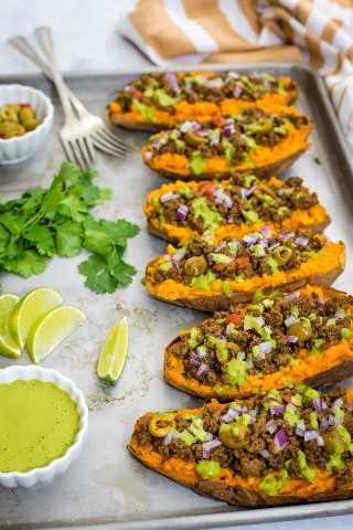 Camote Relleno con picadillo y salsa de lima y cilantro- Smart Little Cookie