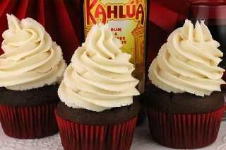 """Kahlua Buttercream Frosting: glaseado de mantequilla casero dulce, cremoso y delicioso con solo un toque de sabor Kahlua. Mmmm .... mmmm .... bueno! Este es un trago de mantequilla que tus invitados harán ohh y ahh. Si amas el licor de Kahlua, te encantará esta receta fácil de hacer glaseado. Sujeta esta guinda para más adelante y síguenos para obtener más ideas geniales de recetas de Frosting. #Buttercream #Kahlua #FrostingRecipes #Frosting """"width ="""" 800 """"height ="""" 530 """"data-pin-description ="""" Kahlua Buttercream Frosting: dulce, cremoso y delicioso buttercream casero con solo el toque de Kahlua. Mmmm .... mmmm .... bueno! Este es un trago de mantequilla que tus invitados harán ohh y ahh. Si amas el licor de Kahlua, te encantará esta receta fácil de hacer glaseado. Sujeta esta guinda para más adelante y síguenos para obtener más ideas geniales de recetas de Frosting. #Buttercream #Kahlua #FrostingRecipes #Frosting """"srcset ="""" http://juegoscocinarpasteleria.org/wp-content/uploads/2019/07/Kahlua-Buttercream-Frosting.jpg 800w, https: //www.twosisterscrafting .com / wp-content / uploads / 2019/06 / kahlua-buttercream-frosting-main-600x398.jpg 600w, https://www.twosisterscrafting.com/wp-content/uploads/2019/06/kahlua-buttercream- frosting-main-768x509.jpg 768w, https://www.twosisterscrafting.com/wp-content/uploads/2019/06/kahlua-buttercream-frosting-main-735x487.jpg 735w """"tamaños ="""" (ancho máximo: 800px) 100vw, 800px """"/></p> <h2>Nuestro Kahlua Buttercream Frosting es un glaseado de crema de mantequilla hecho en casa súper cremoso y delicioso con solo un toque de sabor Kahlua. Mmmm…. mmmm…. ¡bueno!</h2> <p>¿Adivina qué? Kahlua no solo es bueno para los rusos blancos. También puedes usarlo para hacer uno de nuestros Buttercreams Boozy de nuestras dos hermanas. Kahlua Buttercream Frosting es un glaseado de crema de mantequilla dulce y cremoso con la cantidad justa de sabor de licor de Kahlua. Este glaseado es excelente para el postre que servirás en tu próxima fiesta de adul"""
