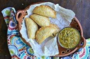 Empanadas Al Horno Con Salsa Verde