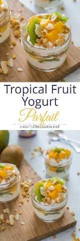 Parfait de yogurt de frutas tropicales con kiwi, mango, granola y yogurt- Smart Little Cookie