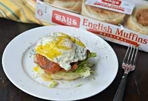 Desayuno BLT con muffins ingleses bahías