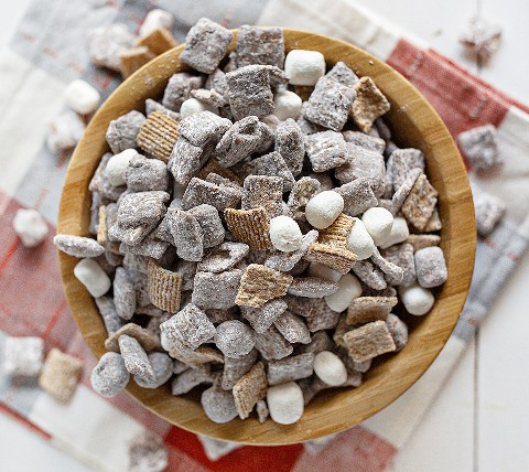 Smore's Puppy Chow Receta En Un Tazón