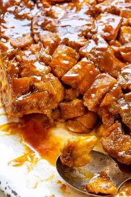 Cacerola de tostadas francesas con caramelo durante la noche: ¡tostadas francesas FÁCILES, suaves, tiernas y decadentes cubiertas con salsa de caramelo! ¡Reúna la noche anterior y despiértese con un desayuno o brunch increíble que todos ADORARÁN!