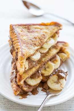 Tostada francesa rellena de plátano y mantequilla de maní con chocolate: ¡un toque decadente de mantequilla de maní y sándwiches de plátano! ¡Ideal para mañanas de fin de semana o almuerzos festivos! Fácil y la mejor tostada francesa!
