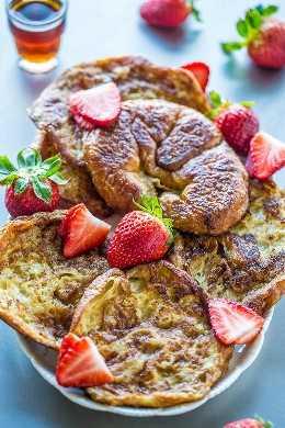 Croissant French Toast - ¡Después de probar las tostadas francesas con croissants, nunca volverás a usar pan! ¡Suave, tierno y tan mantecoso que simplemente se derrite en la boca! ¡Rápido, fácil y un desayuno por el que vale la pena levantarse!