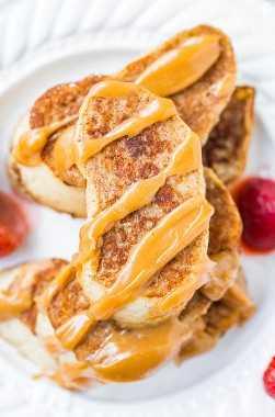Tostada francesa con jarabe de arce y mantequilla de maní: ¡mi receta favorita para la tostada francesa clásica y el jarabe de arce de mantequilla de maní es para morirse! ¡Nunca más te conformarás con jarabe de arce simple!