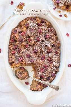 Pan tostado francés horneado con canela y azúcar Streusel: ¡el desayuno perfecto! ¡No se puede voltear la estufa y puede hacerlo con anticipación! ¡Es un guardián!