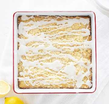 Vista aérea de pastel de café con limón