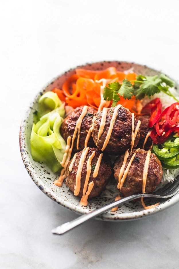 Receita fácil do jantar das bacias de Banh Mi da carne de porco | lecremedelacrumb.com