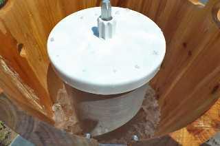Capa de la batidora de hielo con hielo y sal de roca