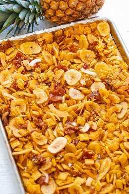 Piña Colada Chex Mix: ¡un refrigerio salado y dulce FÁCIL y adictivo! ¡Es crujiente, masticable y entre la piña, el coco, el plátano y la lima sentirás que estás de vacaciones tropicales!