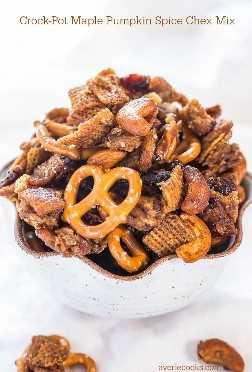 Crock-Pot Maple Pumpkin Spice Chex Mix - ¡Cargado con sabores de otoño y hecho en un Crock-Pot! ¡Muy fácil y totalmente irresistible!