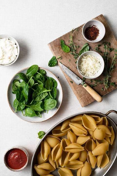 Imagen de los ingredientes necesarios para hacer conchas rellenas.