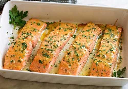 Mostrar cómo debe verse el salmón después de hornear para que esté listo.