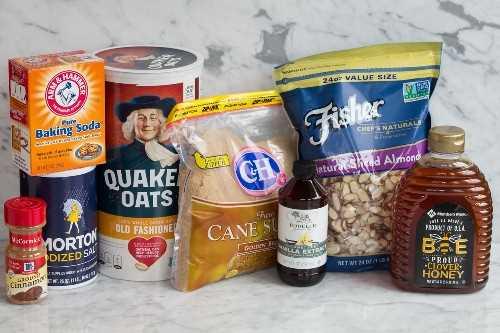 Ingredientes necessários para fazer granola.