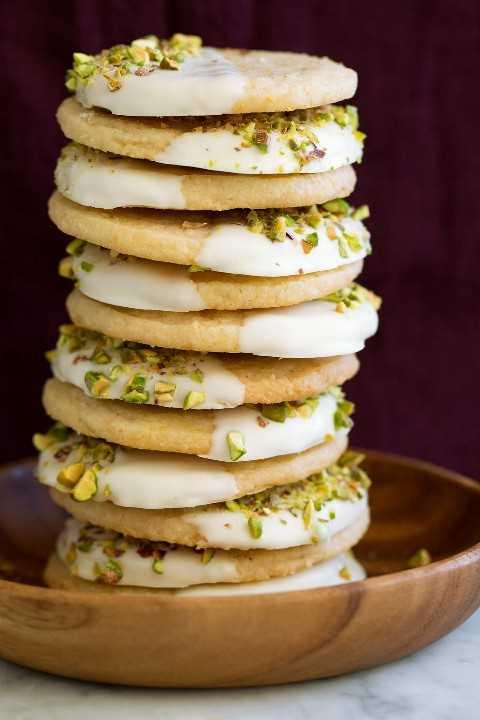 Galletas de mantequilla de limón bañadas en chocolate blanco