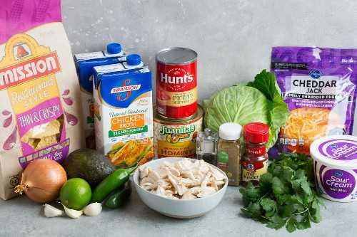 Ingredientes para pollo pozole.