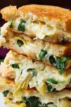 Ciérrese encima de la imagen de los emparedados asados a la parilla del queso.