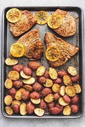 Pão de folhas Ervas Bifes de atum e limão