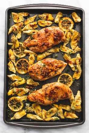 Pollo con limón y alcachofas al horno