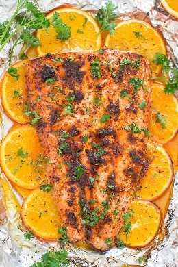 Sheet Pan Orange Chili Salmon - Faça salmão com qualidade de restaurante em casa em 30 minutos! FÁCIL e cheio de SABOR de suco de laranja, mel e tempero de pimenta!