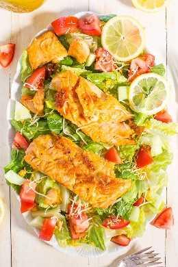 Ensalada de salmón glaseado con miel y limón