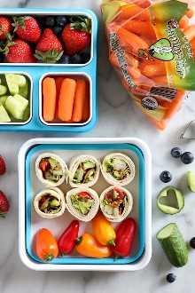 Estos fáciles Roll Ups BLT con pavo y aguacate son deliciosos y perfectos para el almuerzo escolar.