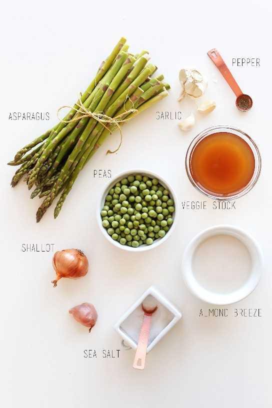 Ingredientes para hacer nuestra receta cremosa de sopa de guisantes y espárragos