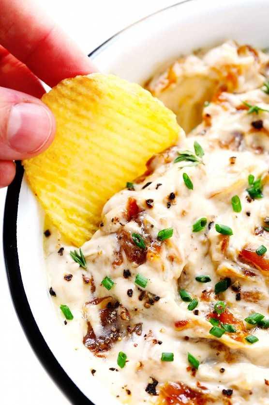 Dip de cebolla con papas fritas