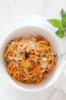 Instant Spa One-Pot Spaghetti with Meat Sauce está hecho con pavo molido y pasta de trigo integral, sin duda, ¡la forma más rápida y fácil de preparar la cena en la mesa mientras hace feliz a toda la familia! ¡Su solución para alimentar a la familia en esas ocupadas noches entre semana y hacer que todos limpien sus platos!