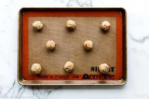 bolas de masa de galletas M&M de avena