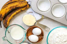 Ingredientes muffins de plátano.