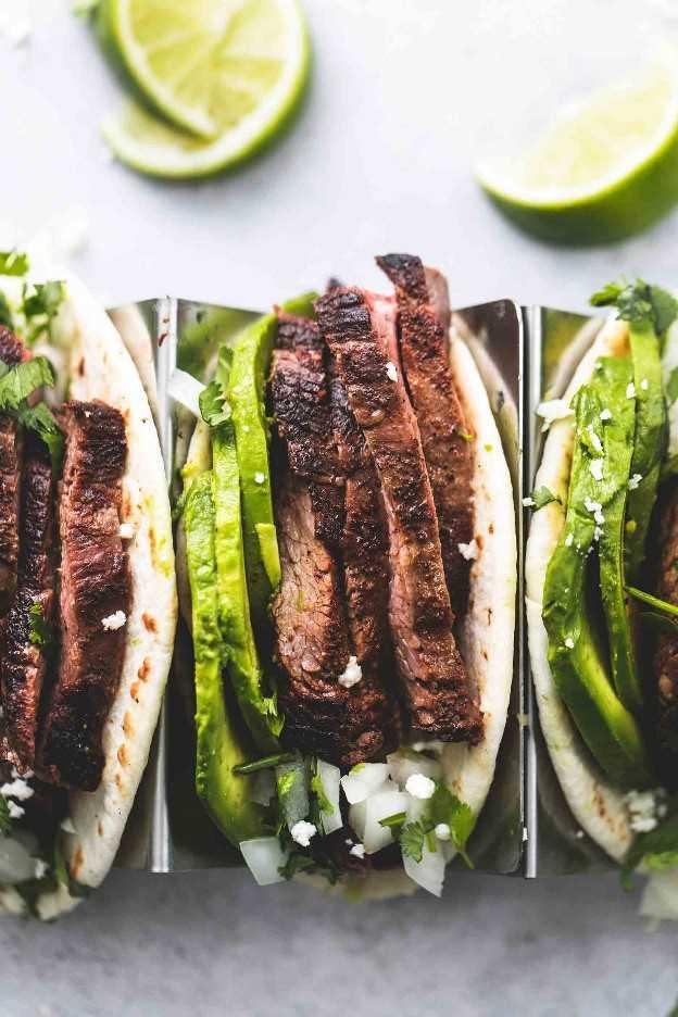 La mejor receta de cena fácil de Flank Steak Tacos | lecremedelacrumb.com