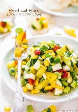 Ensalada de maíz con calabacín agridulce: ¡repleta de sabores grandes y audaces y toneladas de crujiente! ¡Saludable, ligero y no solo otra ensalada!