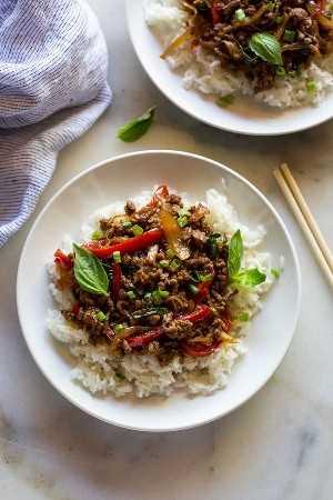 carne de albahaca tailandesa